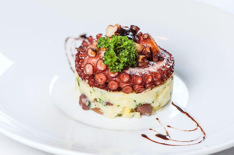 patate con polpo, ristorante a roma, mangiare a roma, ristorante di roma, ristoranti a roma, ristoranti di roma, antipasto, polpo, polpo grigliato