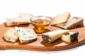 tagliere di formaggi, antipasto, ristorante a roma, ristorante di roma, ristoranti a roma, ristoranti di roma, mangiare a roma, formaggio, formaggi